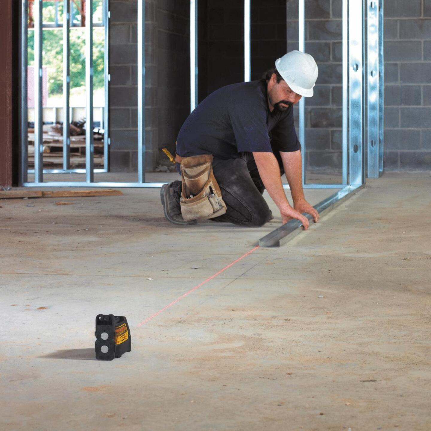 DeWalt 100 Ft. Self-Leveling Cross-Line Laser Level Image 3