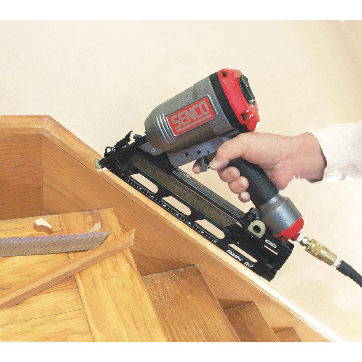 Senco FinishPro 42XP 15-Gauge 2-1/2 In. Angled Finished Nailer Image 2