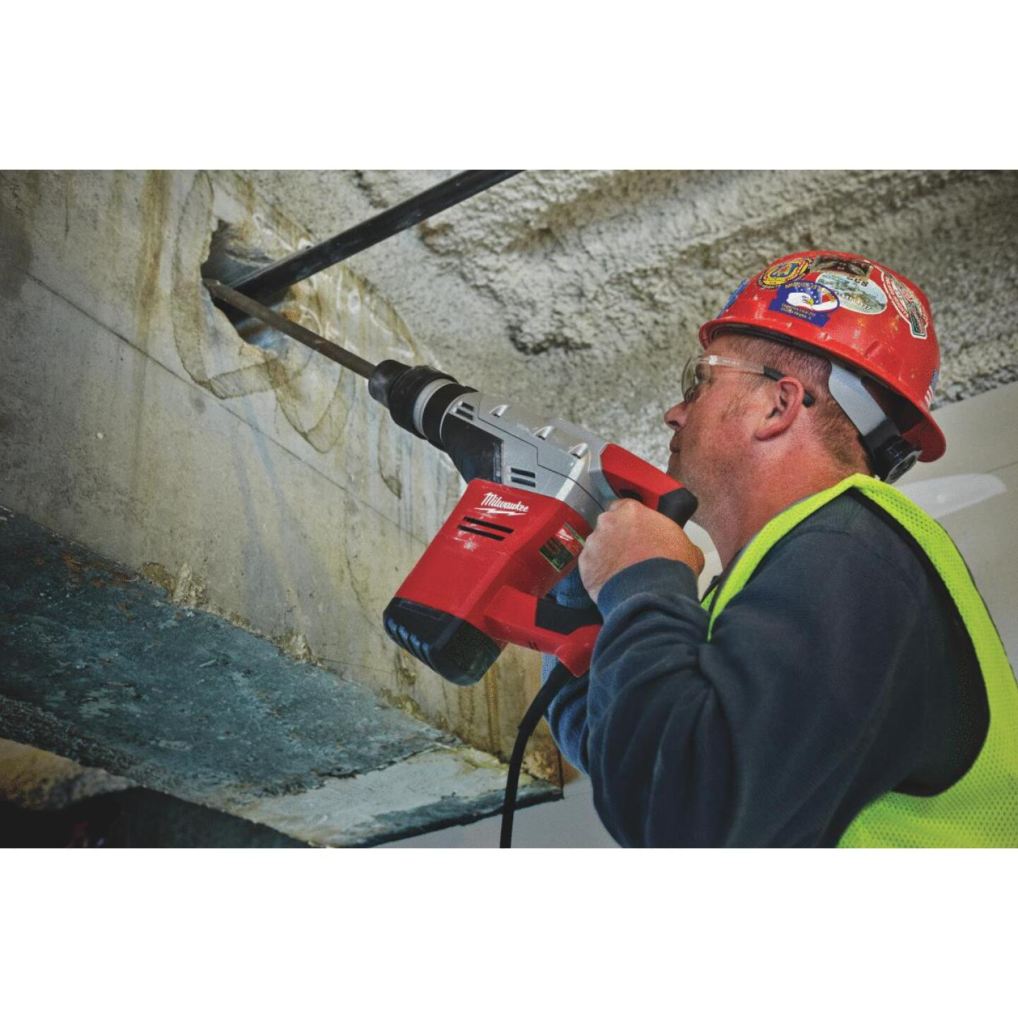 Milwaukee 1-9/16 In. SDS-Max Keyless 10.5-Amp Electric Rotary Hammer Drill Image 2