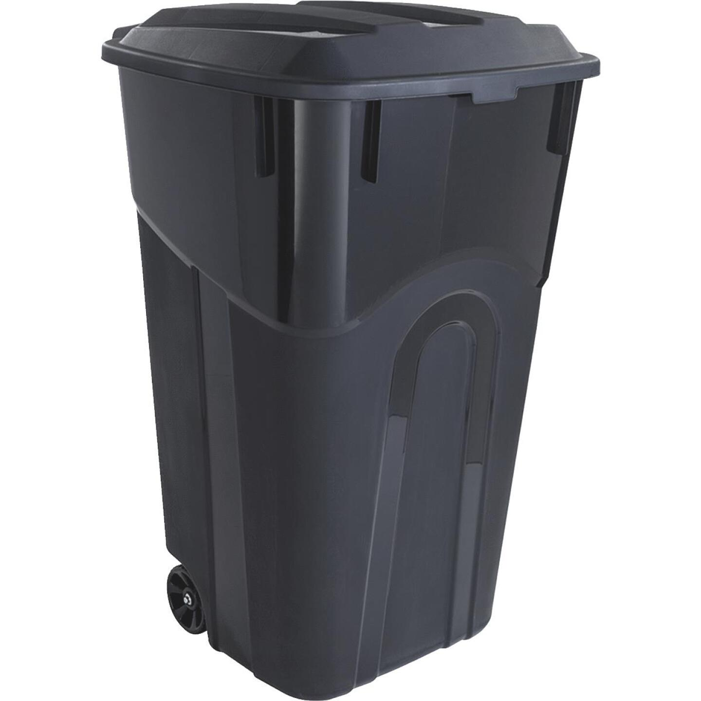 United Solutions Rough and Rugged 32 Gal. Outdoor Trash Can with Attached Lid Image 1
