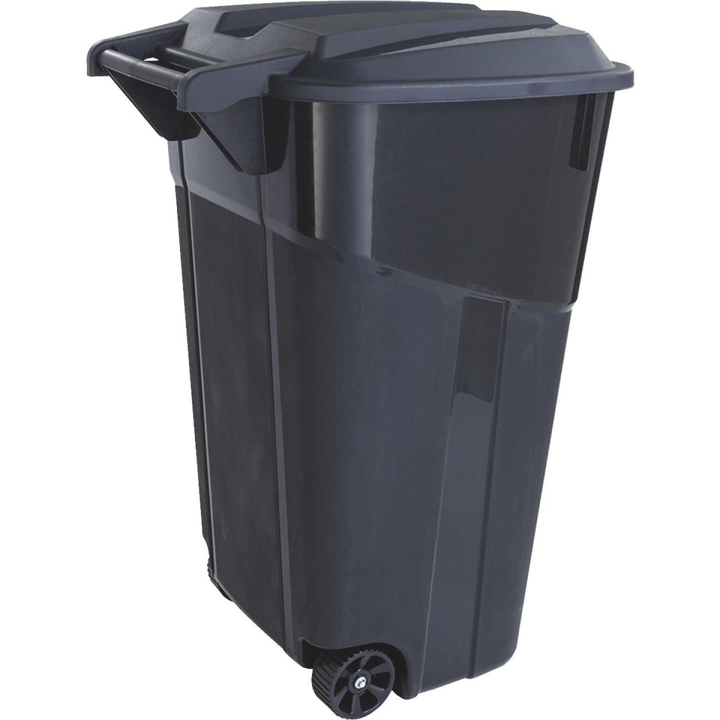 United Solutions Rough and Rugged 32 Gal. Outdoor Trash Can with Attached Lid Image 3
