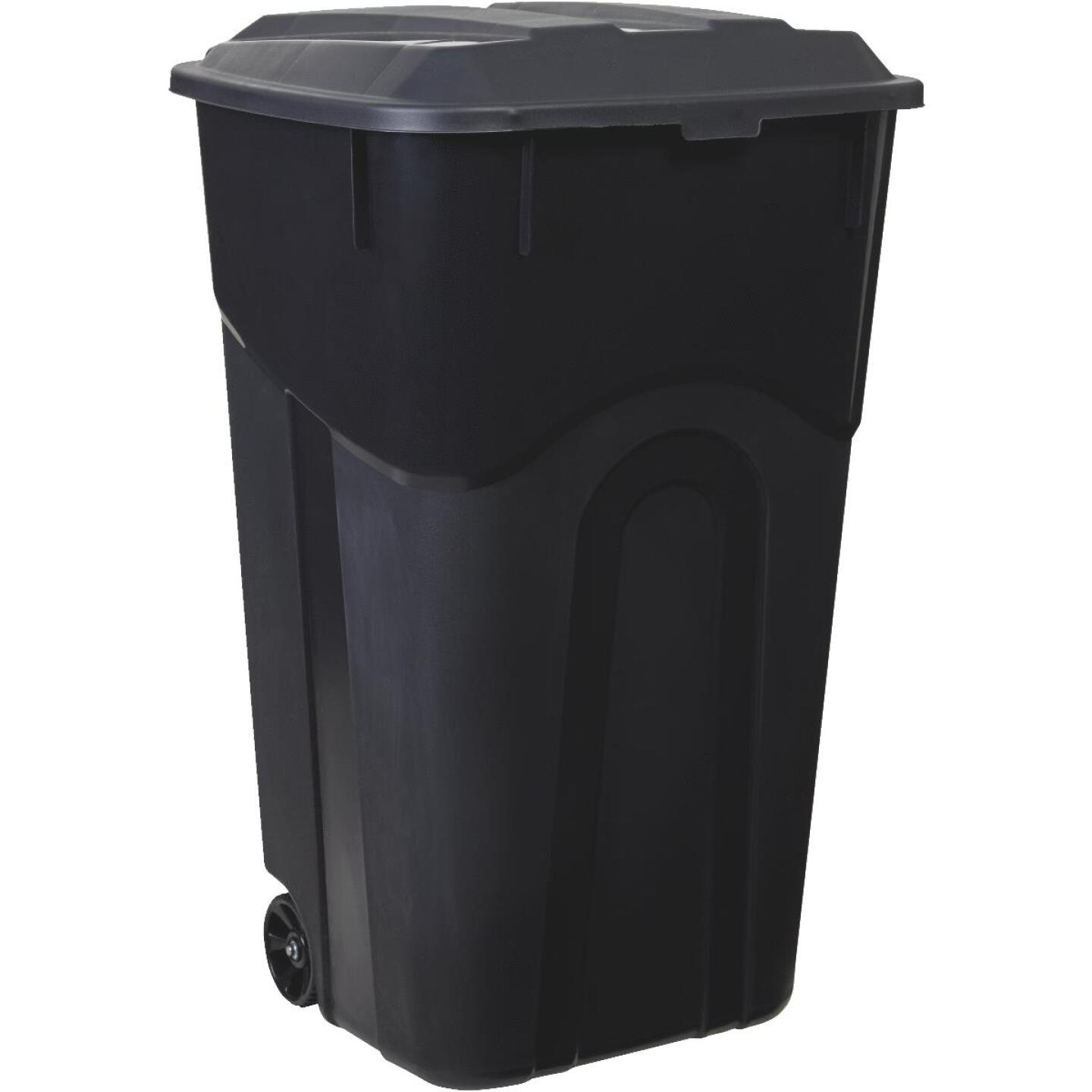 United Solutions Rough and Rugged 32 Gal. Outdoor Trash Can with Attached Lid Image 4